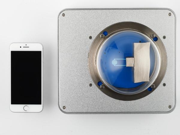 Linseis Chip DSC 10 Größenverhältnis Smartphone