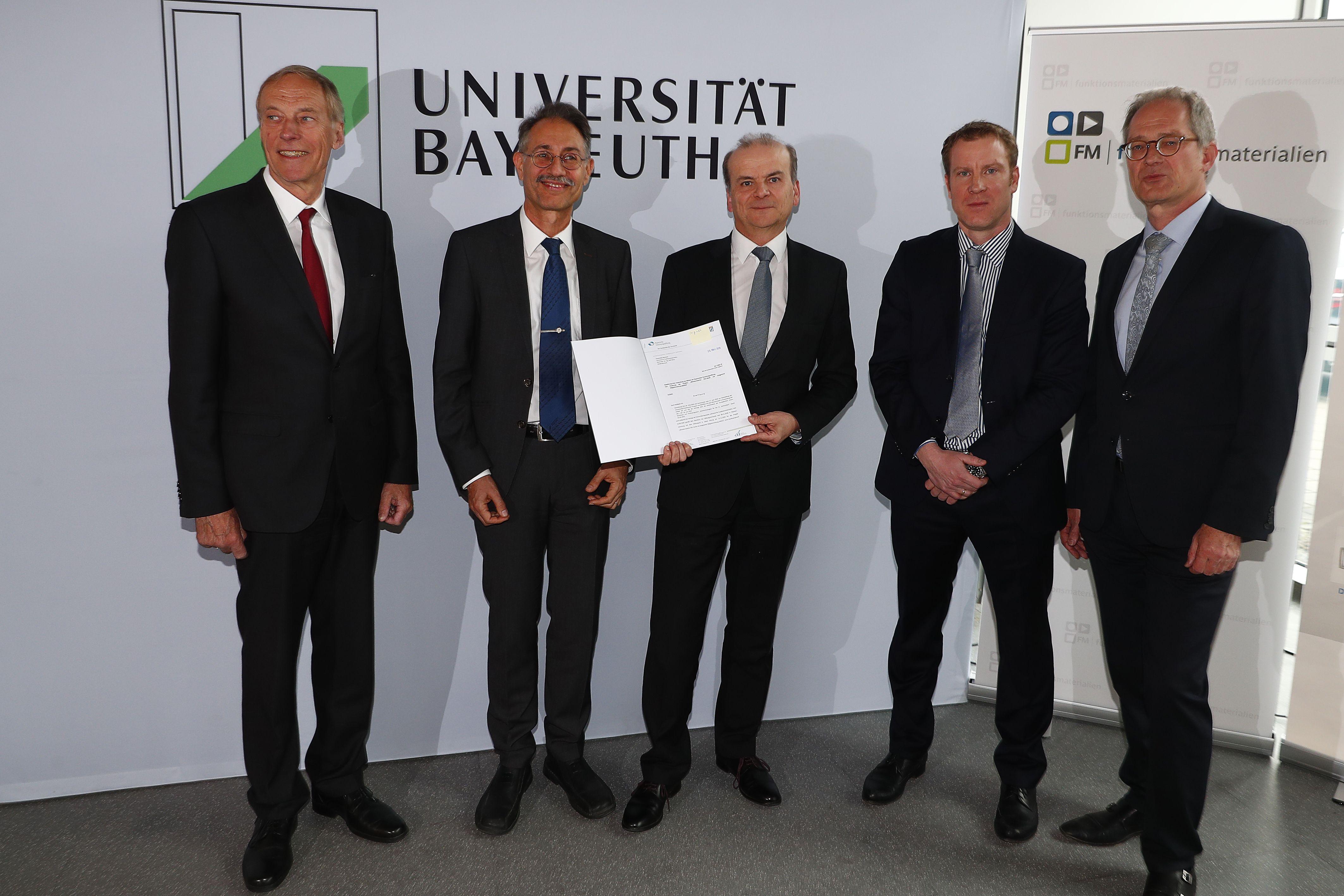 Arndt Bode, Ralf Moos, Dr. Jungk, Florian Linseis, Stefan Leible bei Förderbescheidübergabe Chip-DSC