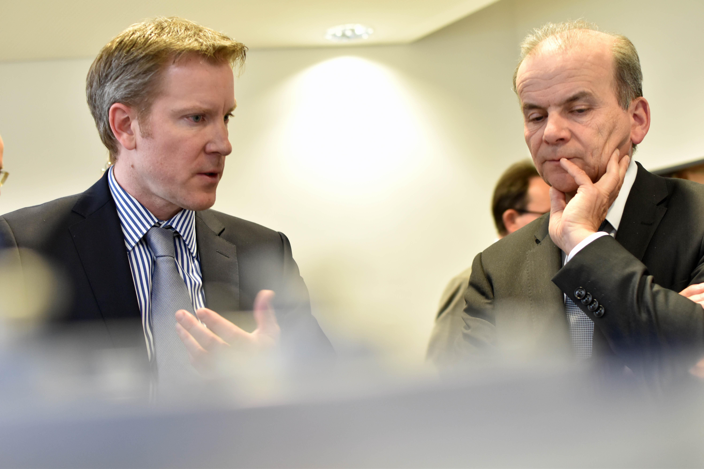 Geschäftsführer Florian Linseis im Gespräch mit Ministerialdirektor Jungk