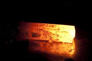 Eisenbarren bei sehr hoher Temperatur