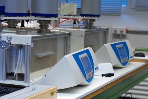 Elektronikabteilung bei der Firma Linseis in Selb